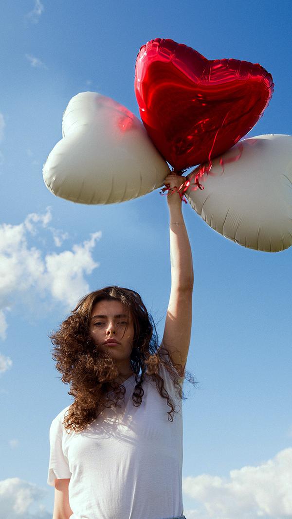 Jente med ballonger 600 bredde